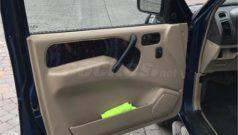 Nissan Terrano II Detalle de puertas